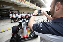 Esteban Gutierrez, Haas F1 Team and his crew members