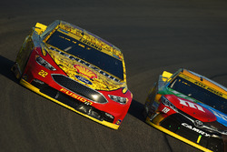 Joey Logano, Team Penske, Ford; Kyle Busch, Joe Gibbs Racing, Toyota
