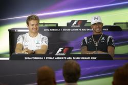 Nico Rosberg, Mercedes AMG F1; Lewis Hamilton, Mercedes AMG F1