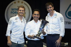 La visite de Nico Rosberg chez Petronas