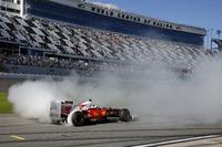 Ferrari Fotos - Donuts: Sebastian Vettel, Ferrari F60