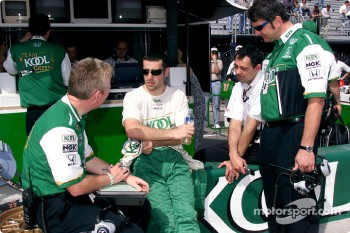 Dario Franchitti discussing with engineers