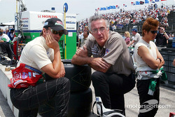 Adrian Fernandez, Fernandez Racing co-team owner Tom Anderson and Shinji Nakano