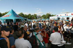 Drivers autograph session: waiting line in the Molson Dry Village