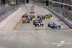 Start: Paul Tracy takes the lead from Bruno Junqueira