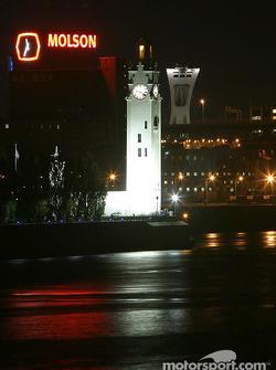 Montréal nightlights: a view of Montréal and the port