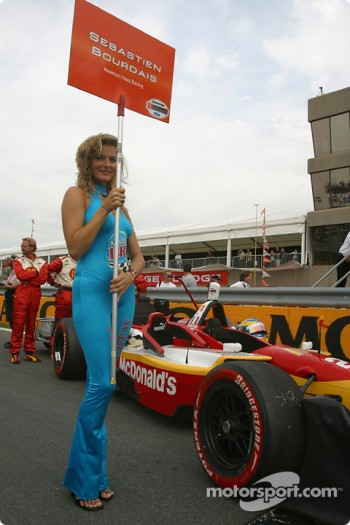 Sébastien Bourdais' grid girl