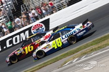 Greg Biffle, Roush Fenway Racing Ford and Jimmie Johnson, Hendrick Motorsports Chevrolet