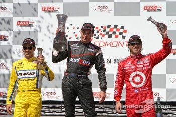 Helio Castroneves, Team Penske, Will Power, Team Penske and Dario Franchitti, Target Chip Ganassi Racing celebrate