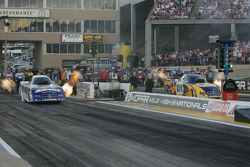 Jack Beckman, Aaron's/Valvoline Dodge Charger, Ron Capps, NAPA Auto Parts Dodge Charger