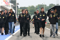 Nick Heidfeld, Lotus Renault F1 Team, Vitaly Petrov, Lotus Renalut F1 Team and Bruno Senna, test driver, Renault F1 Team