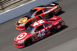 Juan Pablo Montoya, Earnhardt Ganassi Racing Chevrolet and Jamie McMurray, Earnhardt Ganassi Racing Chevrolet