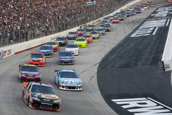 Start: Ryan Newman, Stewart-Haas Racing Chevrolet leads the field