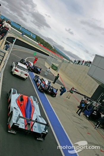 Cars line up at the pitlane exit