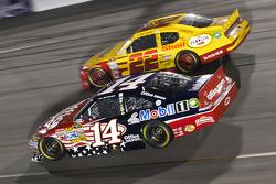 Tony Stewart, Stewart-Haas Racing Chevrolet and Kurt Busch, Penske Racing Dodge
