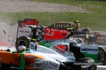 A crash caused by Vitantonio Liuzzi, HRT F1 Team
