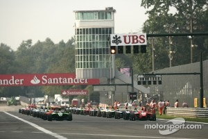 2011 GP3 feild on the starting grid