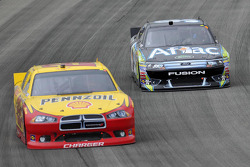Kurt Busch, Penske Racing Dodge, Carl Edwards, Roush Fenway Racing Ford