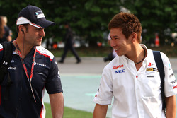 Rubens Barrichello, Williams F1 Team and Kamui Kobayashi, Sauber F1 Team