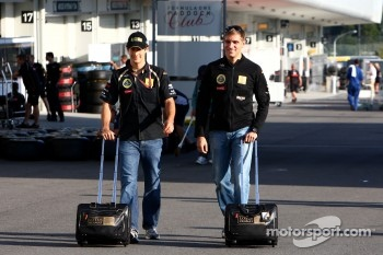 Vitaly Petrov, Lotus Renalut F1 Team and Bruno Senna, Renault F1 Team