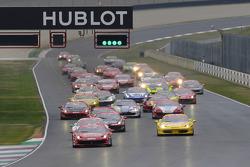 Start: race 1 Ferrari Challenge Italia and North America