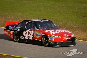 Tony Stewart, Stewart-Haas Racing Chevrolet heads back to track after damage repair