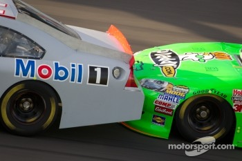 Drafting closeup: Tony Stewart, Stewart-Haas Racing Chevrolet, Danica Patrick, Stewart-Haas Racing Chevrolet