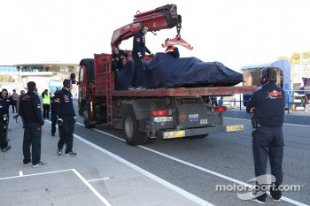 Daniel Ricciardo, Scuderia Toro Rosso caused the first red flag of 2012