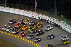Kevin Harvick, Richard Childress Racing Chevrolet and Dale Earnhardt Jr., Hendrick Motorsports Chevrolet lead the field