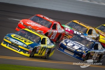 Matt Kenseth, Roush Fenway Racing Ford, Joey Logano, Joe Gibbs Racing Toyota, Jimmie Johnson, Hendrick Motorsports Chevrolet