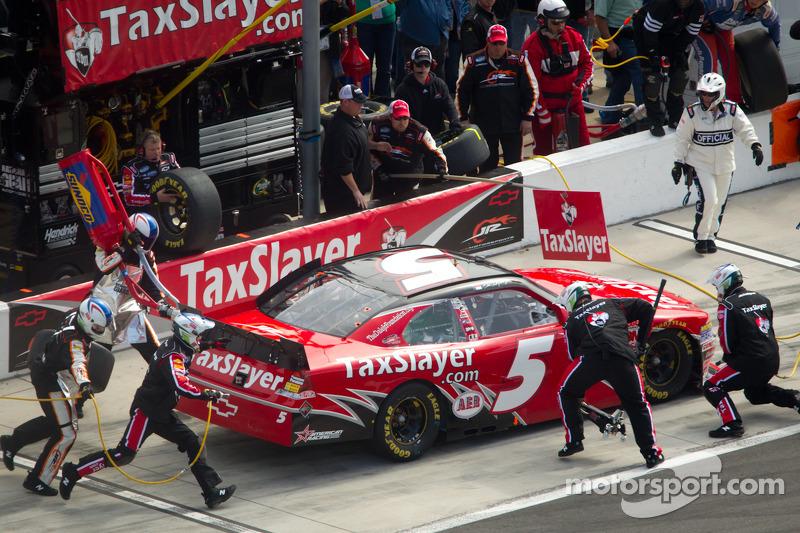 Pit stop for Dale Earnhardt Jr., JR Motorsports Chevrolet