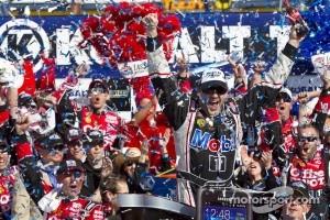 Las Vegas Victory Lane: winner Tony Stewart, Stewart-Haas Racing Chevrolet