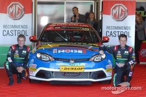 MG KX Momentum Racing Jason Plato and Andy Neate