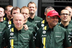 Mike Gascoyne, Caterham Group Chief Technical Office and Tony Fernandes, Caterham Team Principal at a Caterham F1 Team Photograph
