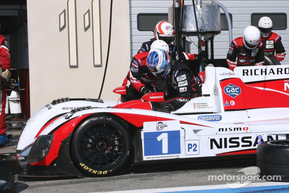 Pit stop for #1 Greaves Motorsport Zytek Z11SN - Nissan: Alex Brundle, Lucas Ordonez, Tom Kimber-Smith