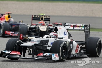 Kamui Kobayashi, Sauber leads Romain Grosjean, Lotus F1 and Sebastian Vettel, Red Bull Racing