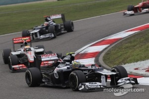 Bruno Senna, Williams F1 Team leads Lewis Hamilton, McLaren Mercedes