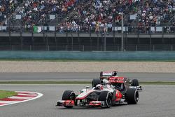 Jenson Button, McLaren leads Pastor Maldonado, Williams