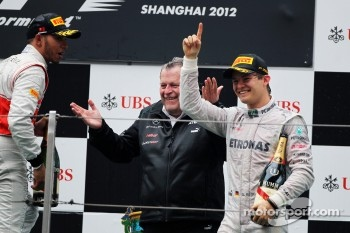 Podium: race winner Nico Rosberg, Mercedes AMG F1, third place Lewis Hamilton, McLaren and Norbert Haug, Mercedes Sporting Director
