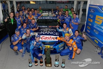 Race winners Will Davison and Mark Winterbottom with team