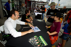 Autograph session: Guy Cosmo and Ed Brown