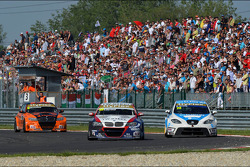 Tom Coronel, BMW 320 TC, ROAL Motorsport and Pepe Oriola, SEAT Leon WTCC, Tuenti Racing Team
