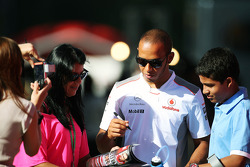 Lewis Hamilton, McLaren signs autographs for the fans