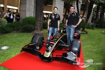 Romain Grosjean, Lotus F1 Team and Eric Boullier, Lotus F1 Team Principal at the opening of the Lotus shop