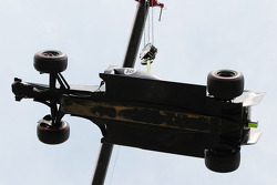 The Williams of race retiree Pastor Maldonado, Williams is craned away