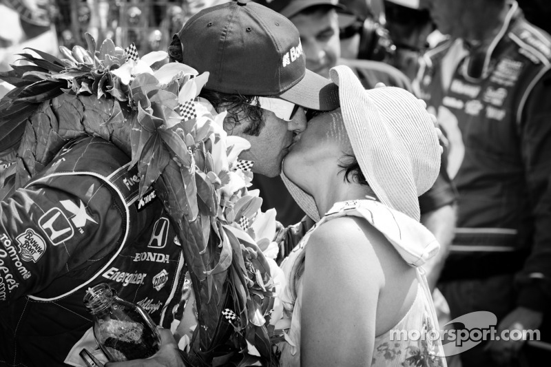 Victory circle: race winner Dario Franchitti, Target Chip Ganassi Racing Honda celebrates with wife Ashley