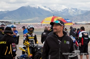Josh Hayes wishing well his teamates running the SportBike race