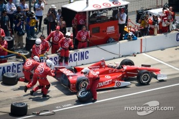 Pit stop for Scott Dixon, Target Chip Ganassi Racing Honda