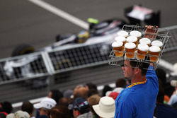 Bruno Senna, Williams passes a beer seller in the grandstand