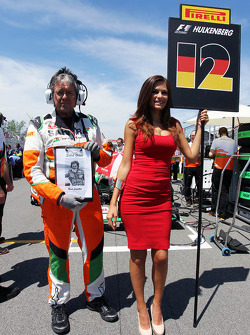 Neil Dickie, Sahara Force India F1 Team Mechanic on the grid with a tribute to Gilles Villeneuve